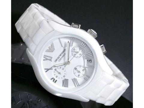 Копии швейцарских часов белого цвета