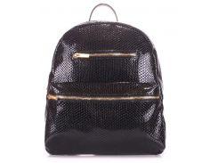 Удобная женская сумка-рюкзак черного цвета с тиснением под рептилию