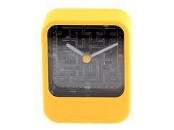 Часы лабиринт желтые
