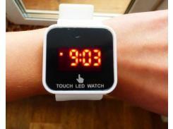 Спортивные светодиодные цифровые наручные часы белые