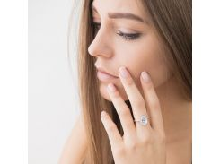 Кольцо с белыми фианитами