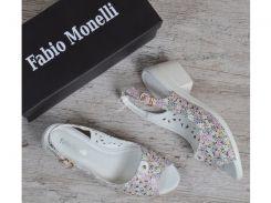 Босоножки женские белые цветочный принт на устойчивом каблуке Fabio Monelli