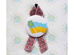 Значок з символікою України та стрічкою Вишиванка