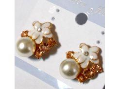 Серьги - гвоздики со стразами и жемчугом под золото №06