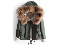 Стильная куртка-парка цвета хаки с меховым капюшоном