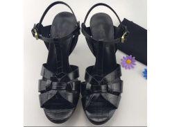 женщины на высоком каблуке сандалии свадебные туфли лакированная кожа заклепки сандалии женщин шипованные тельнящие платья туфли на высоком каблуке обувь + логотип + размер коробки 35-41