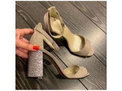 Босоножки из натуральной замши бежевого цвета на высоком устойчивом каблуке, 120277