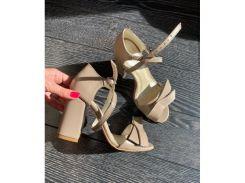 Босоножки из натуральной кожи бежевого цвета на удобном каблуке с бантиком, 12044-2