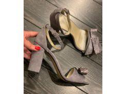 Босоножки из натуральной замши серого цвета на удобном каблуке с бантиком, 12044-4
