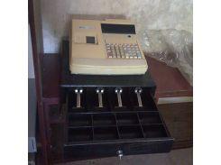 Кассовый аппарат и сейф ящик для купюр денег.  8