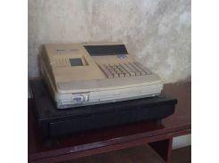 Кассовый аппарат и сейф ящик для купюр денег.  11