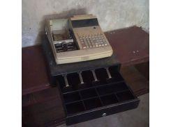 Кассовый аппарат и сейф ящик для купюр денег.  13