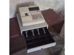 Кассовый аппарат и сейф ящик для купюр денег.  12