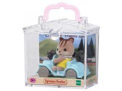Бельчонок на машине в пластиковом сундучке, Sylvanian Families