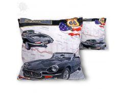 Подушка декоративная на молнии «E-Type Jaguar 1963г.» Carmani