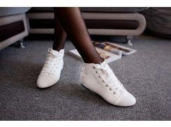 Ботинки осенние с заклепками р36 белые